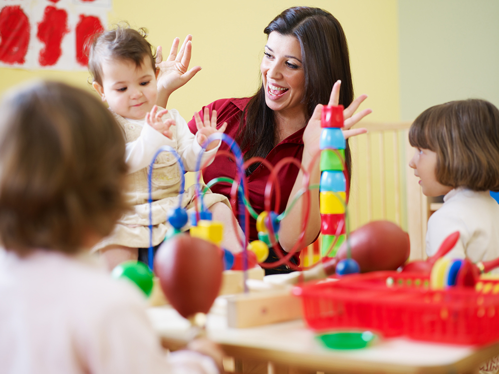 Maestra Kreaty Kids Estancia Infantil Guardería Preescolar